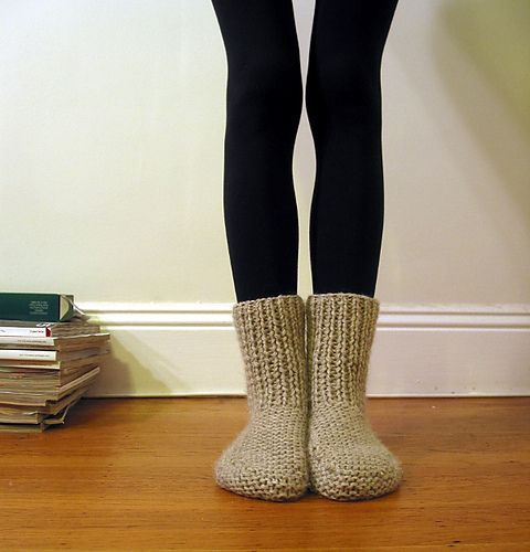 Knitting Pattern Chunky Bed Socks : 1000+ ideas about Knit Slippers on Pinterest Knitted slippers, Slipper boot...