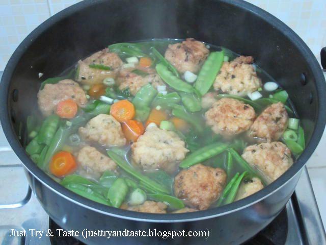 Just Try & Taste: Sup Bola-Bola Tahu