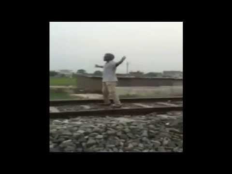 Video Amatir Bunuh Diri, Bunuh Diri di Rel kereta, detik detik buh diri di rel kereta. ada banyak sekali cara orang yang melakukan akhir hidupnya di dunia ad...