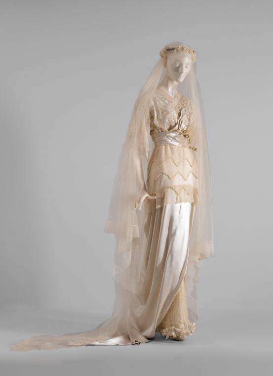 Wedding dress 1913-1914
