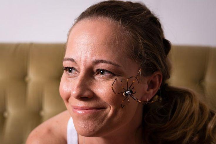 Estas fotos de uma mulher e suas 5 aranhas venenosas vão aterrorizar você