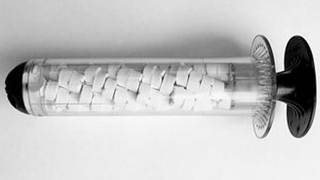 Un nuevo salvavidas militar en forma de jeringa puede sanar una herida de bala en segundos. Se espera que el dispositivo reemplace a las tradicionales vendas de gasa, utilizadas durante siglos por los médicos militares para curar estas heridas.