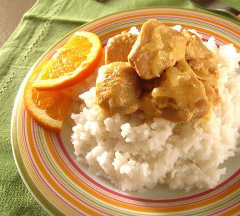 Μια εύκολη συνταγή για ένα πεντανόστιμο πιάτο με το αγαπημένο πουλερικό μικρών και μεγάλων.Υπέροχο κοτόπουλο με σάλτσα γιαουρτιού, μουστάρδας και χυμό πορ