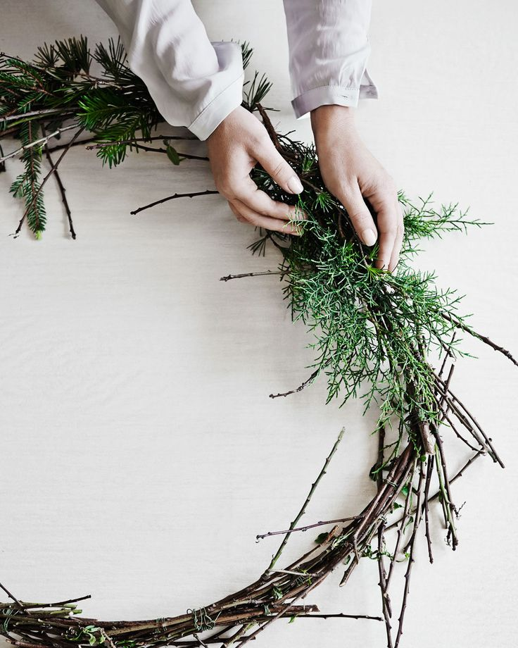 How to make your own beautiful Christmas wreath. http://www.countryroad.com.au/livewithus/deck-the-halls.html