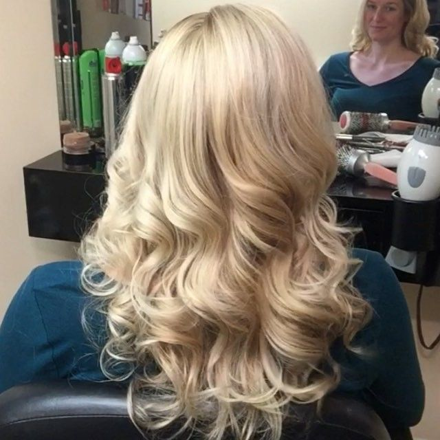 How to get long lasting loose curls . #makeupvideoss  #hudabeauty #beautyvirtues  #wakeupandmakeup #slave2beauty #makegirlz  #fabulouslytrendy  #makeupartistsworldwide  #shophudabeauty #hairfeed #hairposts #hairpostz #hairmakeupdiary #hairtutorial #peinadosvideos #hairvidz #hair_artistry #diyhairstyle  #Fashionarttut #ibeautydaily #hairsandstyles #liveglam #tutorialesvideos #videosfashions @vlechtenmetdan #hair_videos