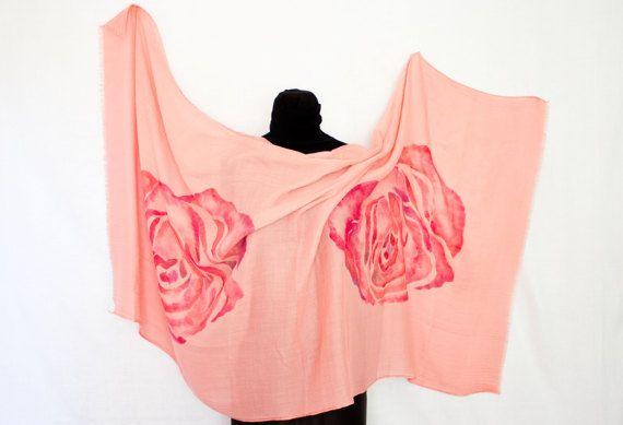 Sciarpa viscosa con il disegno di una grande tono sfocata rosa