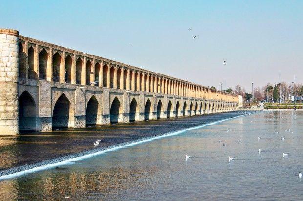 Die 33-Bogen-Brücke in Isfahan gilt als Meisterwerk des safawidischen Brückenbaus im Iran © MassimilianoLamagna/Shutterstock