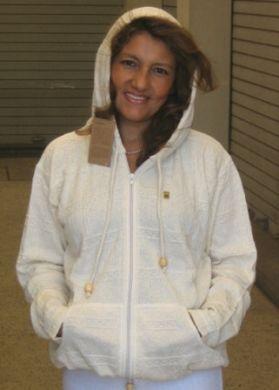 Weiße Kapuzen #Jacke für den Sommer, ökologische Baumwolle.Ein ökologisches #Naturprodukt für höchste Ansprüche an Qualität und Komfort. Erleben Sie das einmalige Tragegefühl dieser kostbaren Baumwolle.