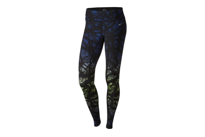 #Nike Engineered Printed Tight -   damskie, długie getry o ciekawej stylistyce inspirowanej motywem lasu. Zastosowano w nich oddychający materiał,który odpowiednio zarządza nadmiarem wilgoci odprowadza go na zewnątrz. Polecane do biegania, fitnessu i innych aktywności. #dlugie #getry #jesienzima2015 #drifit
