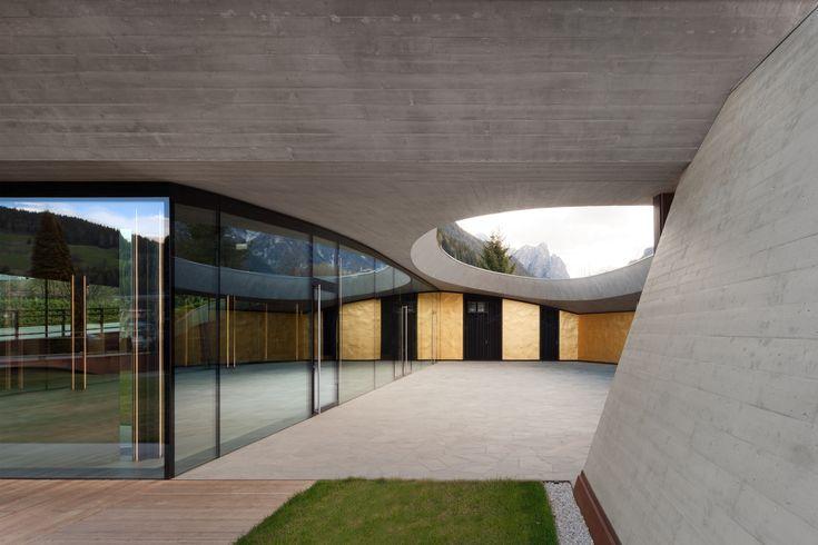 Franz Kraler's Showroom / Studio Marastoni Architetti e Ingegneri Associati