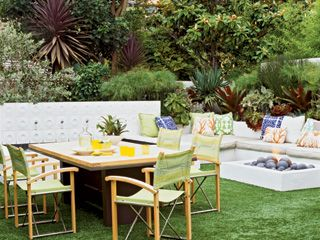 Bright Backyard Bright Color, Soft Textures, And Low Maintenance AstroTurf  Create The Perfect Backyard In This Laguna Beach Home.