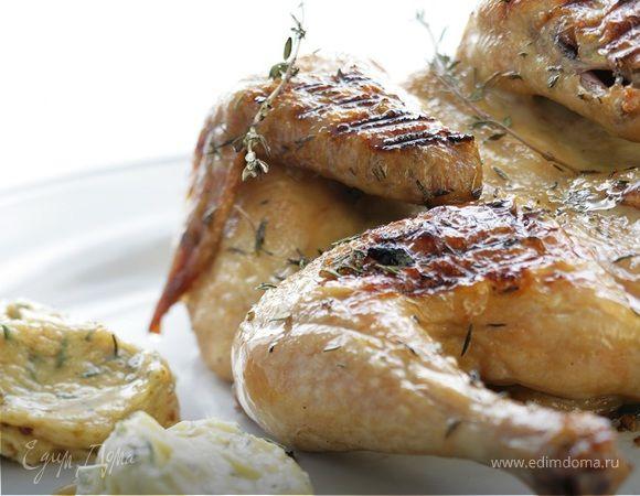 Цыпленок с чесноком, тимьяном и лимоном . Ингредиенты: цыплята, сливочное масло, чеснок молодой