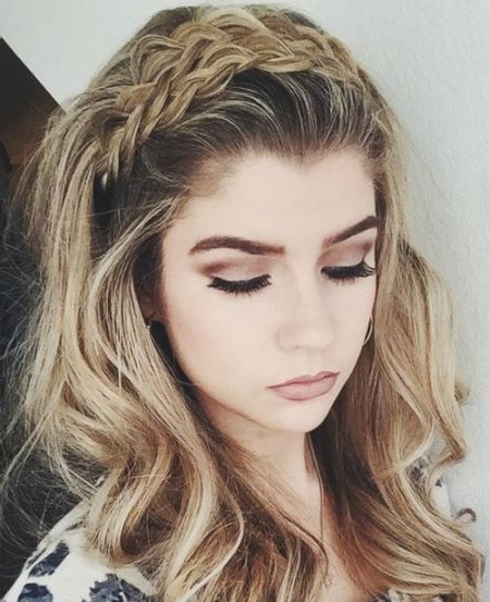 wavy hairstyle with a braided headband