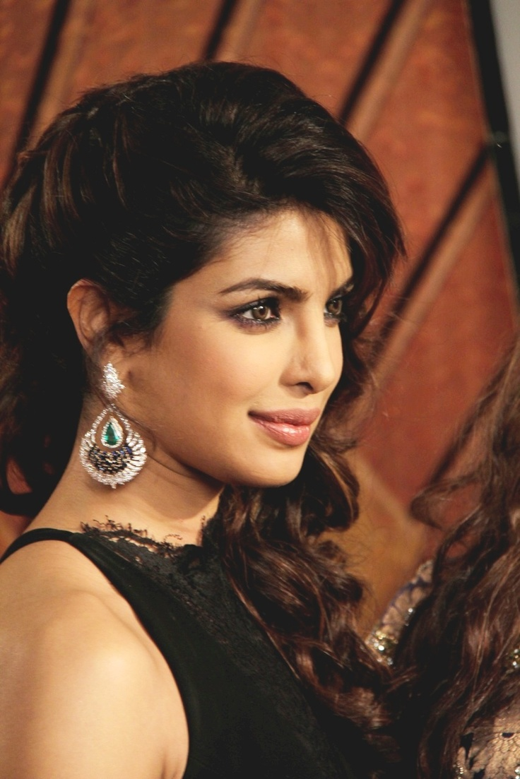 Priyanka Chopra at Zee Cine Awards 2013.
