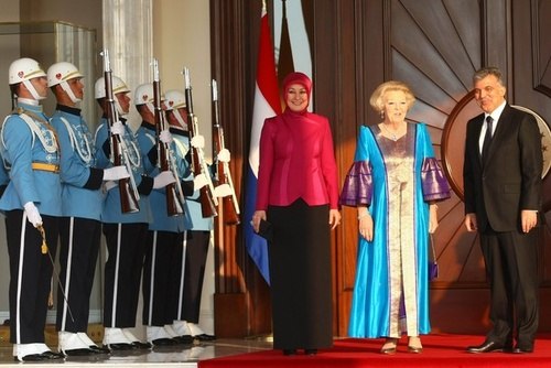Queen Beatrix on a visit to Turkey where she met and had dinner with the Turkish Prime Minister, Abdullah Gul and his wife, Hayrunissa Gul