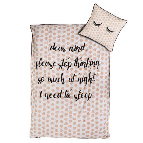 In den eigenen vier Wänden möchte man vor allem eins tun: sich wohl fühlen! Schöne Wohnaccessoires sind dafür unerlässlich. Diese tolle Bettwäsche in stimmungsvollem rosa sorgt für gemütliche Kuschelstimmung.