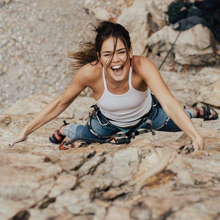 "Climb Girls sur Instagram : ""I crack (climbing)"" Credit: @shelby.kleiman | Photo: @lizadamsphoto • Instagram"