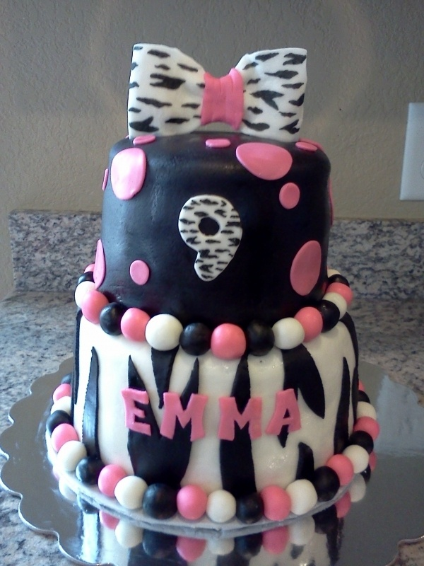 Zebra print birthday party cake. This would be perfect for my granddaughters b-day.