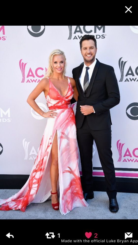 2017 ACM Awards  Beautiful Couple  Luke & Caroline Bryan