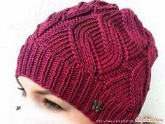 Моя шапочка связана из ниток VITA 48%шерсть,52% акрил в 100 г-200м. спицы №4. Узор я думаю всем известный. Подклад сшит из флиса.