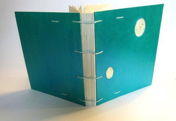 Petit livre vierge - Collection Copte - Reliure à couture copte https://www.etsy.com/fr/listing/236458657/petit-livre-vierge-collection-copte?ref=shop_home_active_9