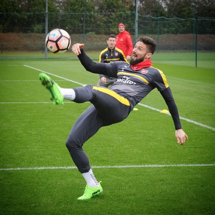 """1,669 Likes, 6 Comments - Stuart Macfarlane (@stuart_photoafc) on Instagram: """"Olivier Giroud from today's #Arsenal training session. #afc #FACup"""""""