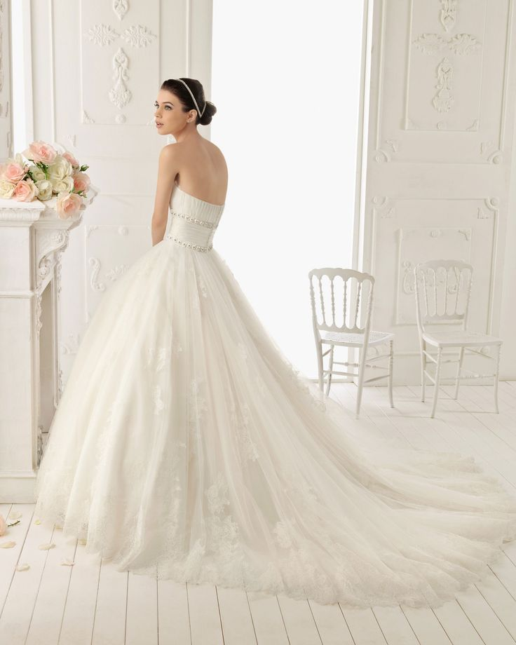 Ball Gown Strapless Organza and Lace Wedding Dress