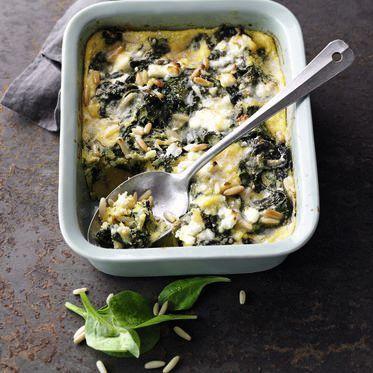Spinat-Polenta-Auflauf mit Feta und Pinienkernen Rezept | Küchengötter