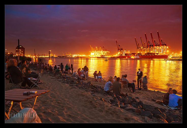 Am Elbstrand Oevelgönne Bilder und Fotos aus Hamburg | pinned by www.earthangel-family.de