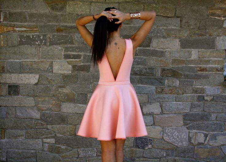 Voilà mon coup de cœur de cet été LA robe qui tourne (oui, oui même encore à 25 ans on aime les robes qui tournent), LA robe quia le haut bien ajusté et La robe quia un dos nu… Tout ça dan...