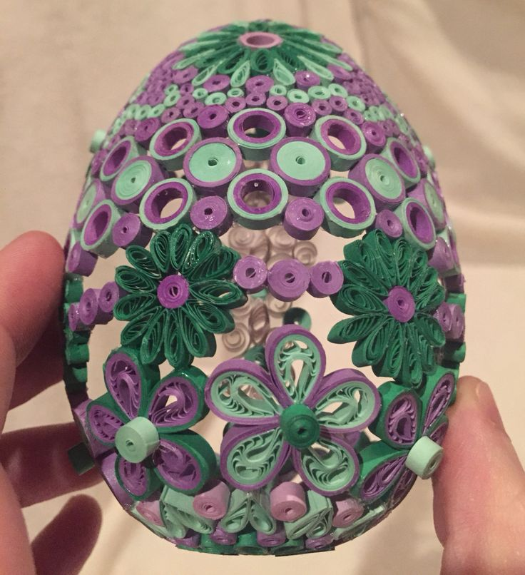 Back of quilled hollow egg
