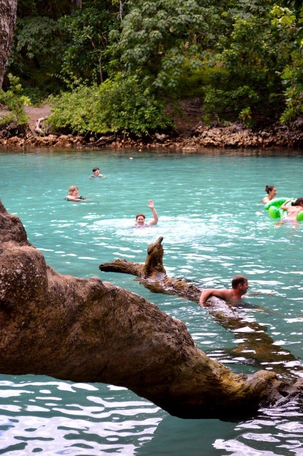 Omg I could so be there right now... (Well I want to be!!) Aha! ~Yhe Blue Lagoon - Port Vila, Vanuatu