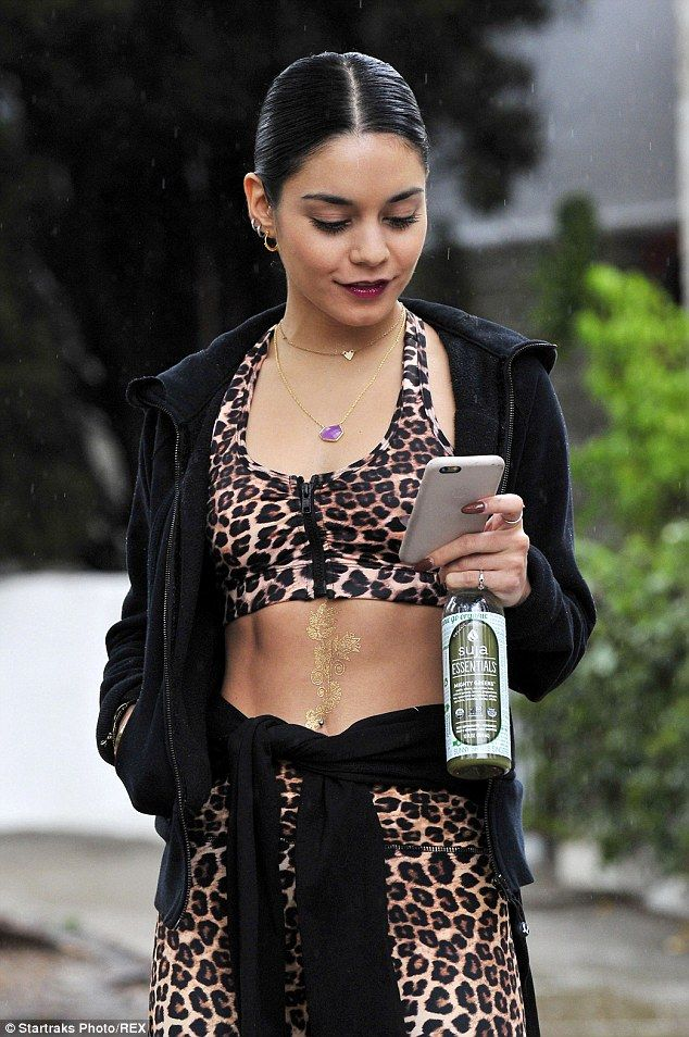 BOdy art: The actress also had a metallic floral temporary tattoo on her abs...