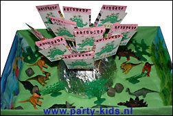 Dinosaurus met zakje snoep - Traktatie snoep, Traktaties - En nog veel meer traktaties, spelletjes, uitnodigingen en versieringen voor je verjaardag of kinderfeest op Party-Kids.nl