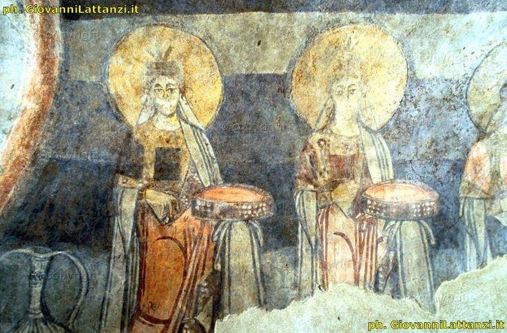 San Vincenzo al Volturno, la cripta di Epifanio, affreschi. L'agente segreto in ferie entra nella cripta