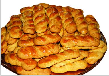 Μικρασιάτικη κουζίνα, γεύσεις και συνταγές μαγειρικής Επιμέλεια: Γιάννης Σαραντόπουλος ΛΑΜΠΡΗ: Πασχαλινό αρνί στο φούρνο Πασχαλινά κουλούρια Μαγειρίτσα Τσουρέκι Πασχαλινό Πασχαλινά αυβά Βάψιμο αυγών Πασχαλινό αρνί στο φούρνο Yλικά 1 µπούτι αρνίσιο (2-2,5 κιλά) 2-3 λεµόνια, 1 κουταλάκι κόλιανδρο τριµµένο 3 κιλά πατάτες χοντροκοµµένες ή ολόκληρες στρογγυλές ½ κουταλάκι δεντρολίβανο κοπανισµένο και τριµµένο 1 κουταλάκι ρίγανη, …
