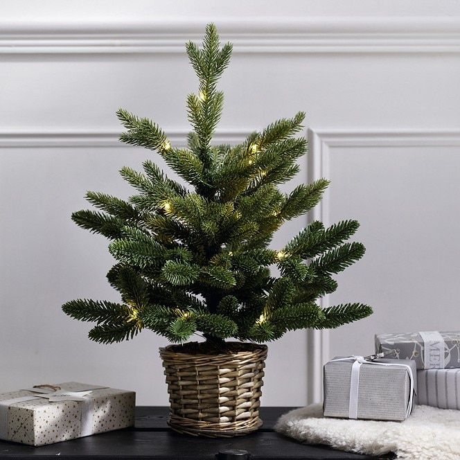 Pre-Lit Christmas Tree in Willow Basket - 1.5ft ...