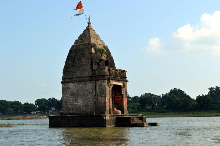 Baneswara temple at Narmada River