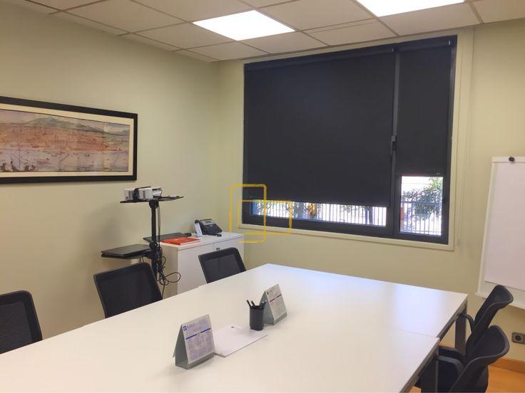Cortinas enrollables instaladas en la misma hoja de la ventana con tejidos opacos #solart #cortinas #opacas #enrollables