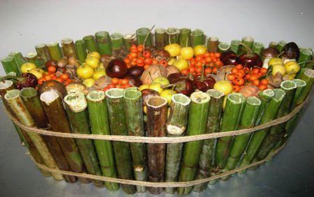 Bloemschikken herfst met fruit uit de tuin - bloemstuk maken met vruchten uit de tuin zoals sierappels, okkernoten, lijsterbes,...
