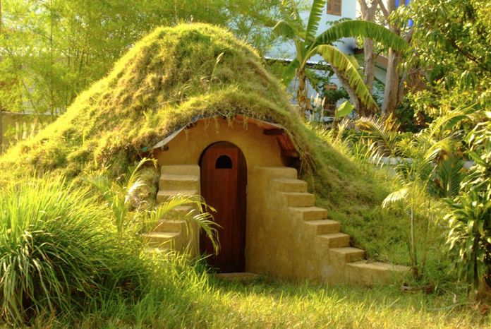 how to build your own Earthbag Dome_Thailand_Hobbit house  amazing homes, cool architecture, cozy interior design, hobbit home, hobbit interior, lord of the rings, Peter Jackson, smaug, the hobbit, whimsical