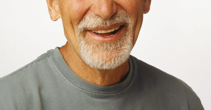 Como retirar o amarelecimento de uma barba grisalha. Para a maioria dos homens, se tornar grisalho é um fato natural. Os pelos grisalhos em uma barba é um diferencial, quando usados com confiança. O amarelecimento é um problema comum aos cabelos brancos, com o tempo. Vários xampus e condicionadores para clareamento se encontram no mercado para cabelos grisalhos e também podem ser usados na barba. ...