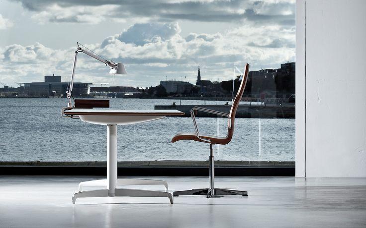 Morten Voss - Genese desk by Holmris © Søren Dam Thomsen