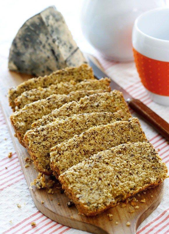 Her får du en sunn oppskrift på eltefritt og fiberrikt lavkarbobrød til matpakken. Verdens enkleste brød er det også. Det er bare å piske sammen egg og blande inn resten av ingrediensene. Voilà! N…