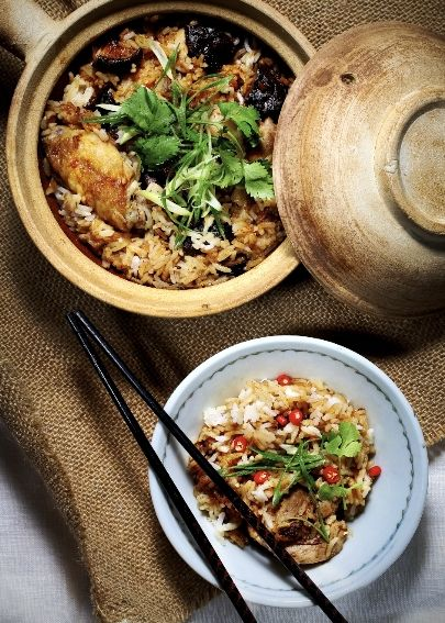 Claypot Chicken Rice ~ An appetising hawker-staple combining the fragrance of marinated rice with juicy, tender chicken pieces.