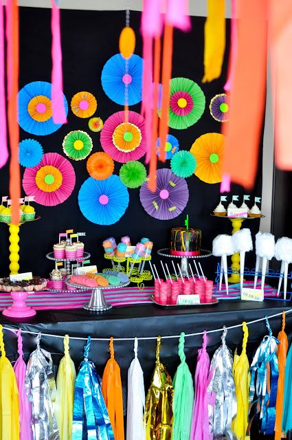 neon glow in the dark party ~ lots of party ideas and photos ~ thepugmires.blogspot.com jan 7 2013 post ~ The Pugmires: Hadleigh's 11th Birthday Party!