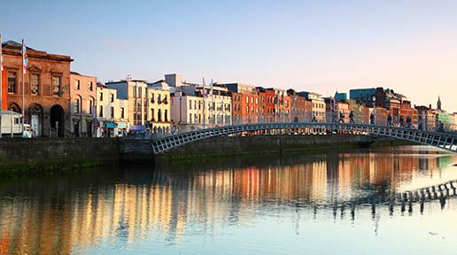 Ha'penny Bridge in Dublin: Tips and hints for moving to Ireland with Irish citizenship or without.