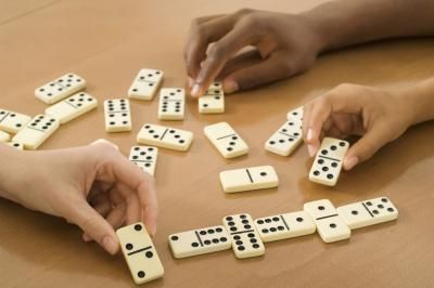 How to Play Dominoes