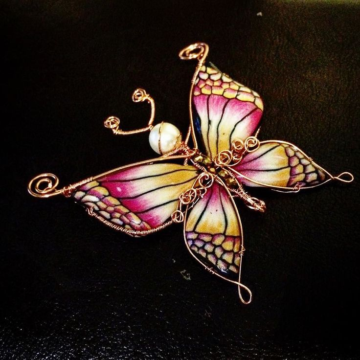 Stanotte è nata una nuova #farfalla ... Chissà quando volerà via ... #archidee #Butterfly #polymerclay #fimo #cernit #sculpey #wirewrapping #wirewrap #wirewrappedjewelry #mariposa #instajewelry #fashionjewelry