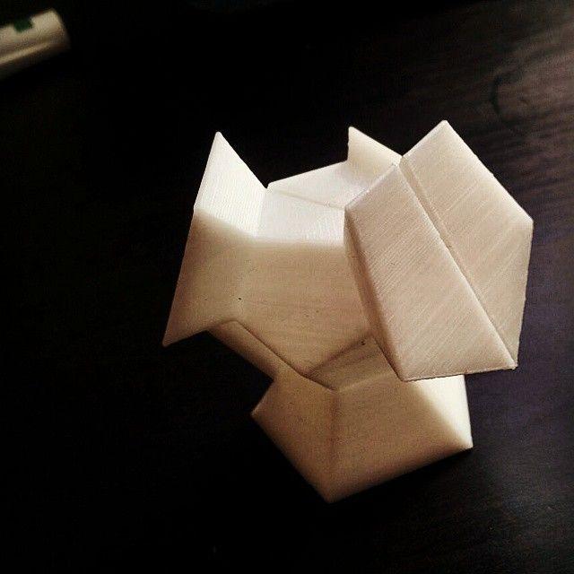 CEM: Proyecto final de carrrera de arquitectura de Victor Diaz Ortega. Impresión de uno de los cubículos del proyecto (material usado: ABS Blanco).